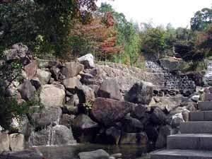 人工滝もあります
